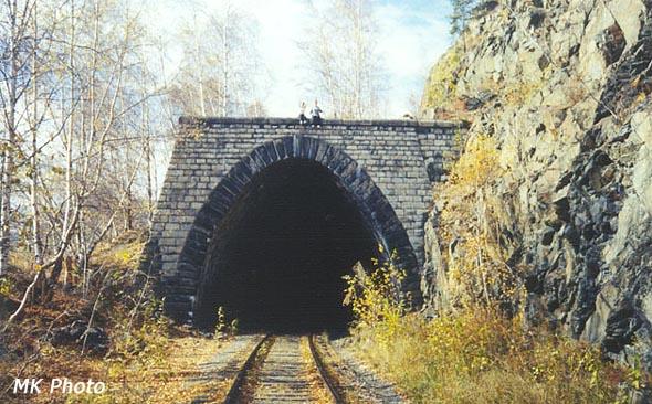 Подпорная стенка сверху тоннеля